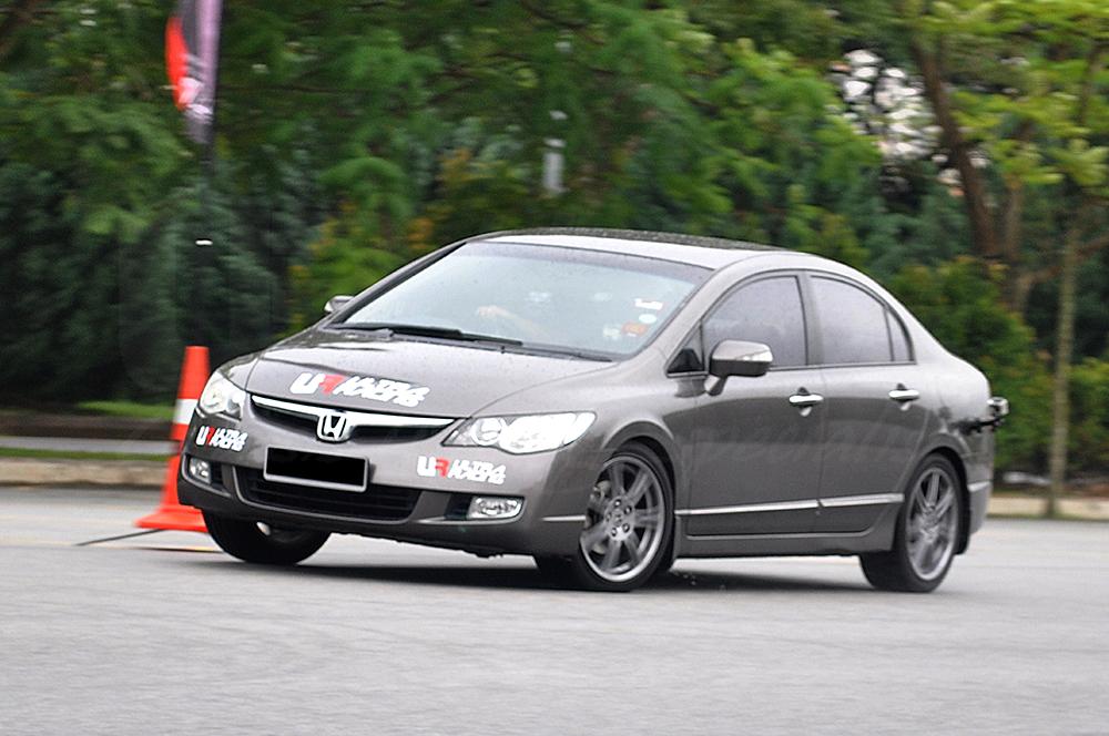 Honda Civic FD - With Ultra Racing Safety Bar